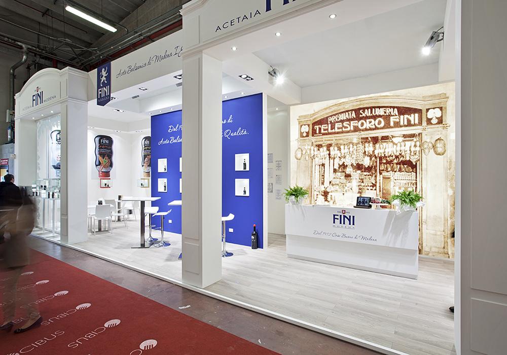 Vista dello stand Acetaia Fini al salone Cibus 2014 dal corridoio del padiglione delle fiere di Parma