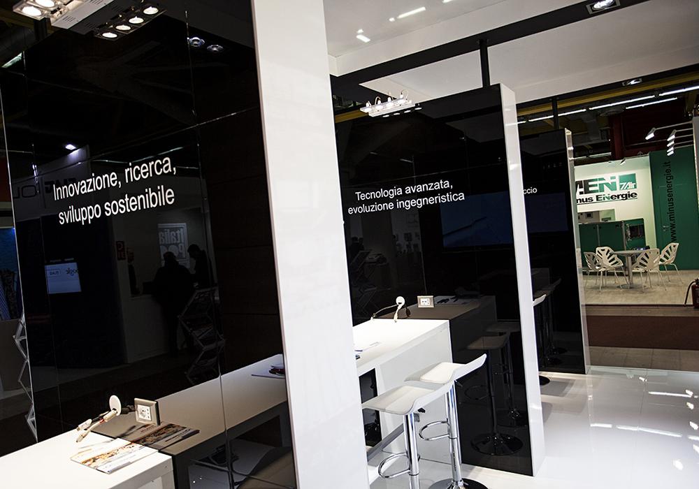 Desk standisti allo spazio espositivo delle piscine Castiglione alla fiera ForumPiscine di Bologna
