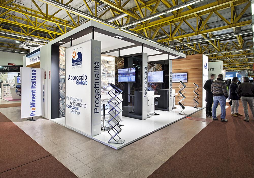 Visione d'insieme dello stand piscine Castiglione alla fiera ForumPiscine di Bologna