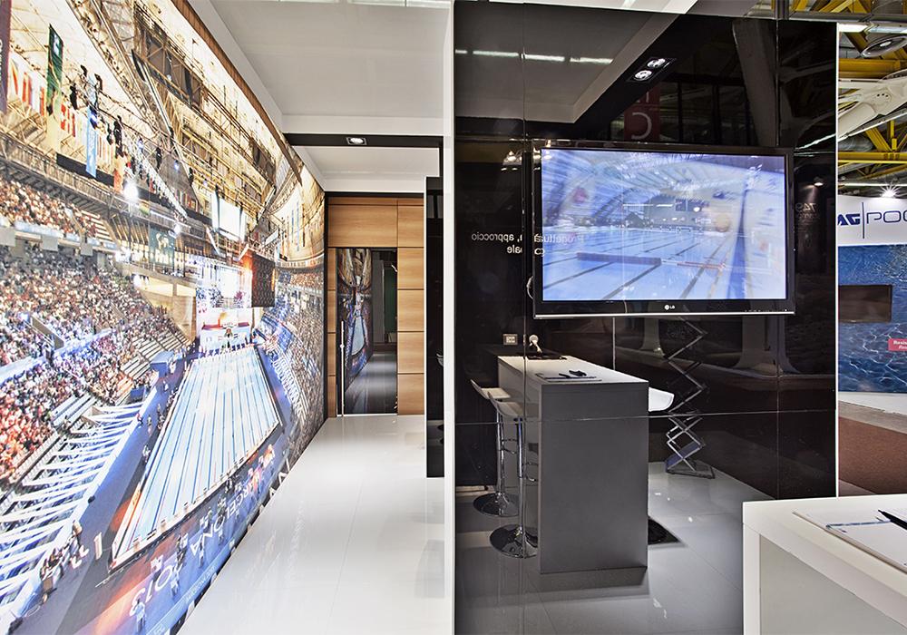 Vista laterale dello spazio espositivo piscine Castiglione alla fiera ForumPiscine di Bologna