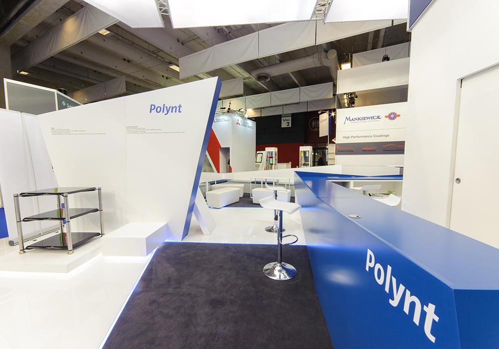 Bancone nello spazio espositivo Polynt alla fiera JEC di Parigi