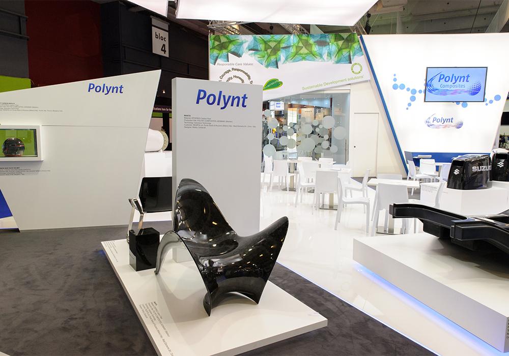 Isola con prodotti in esposizione nello stand Polynt alla fiera JEC di Parigi 2015