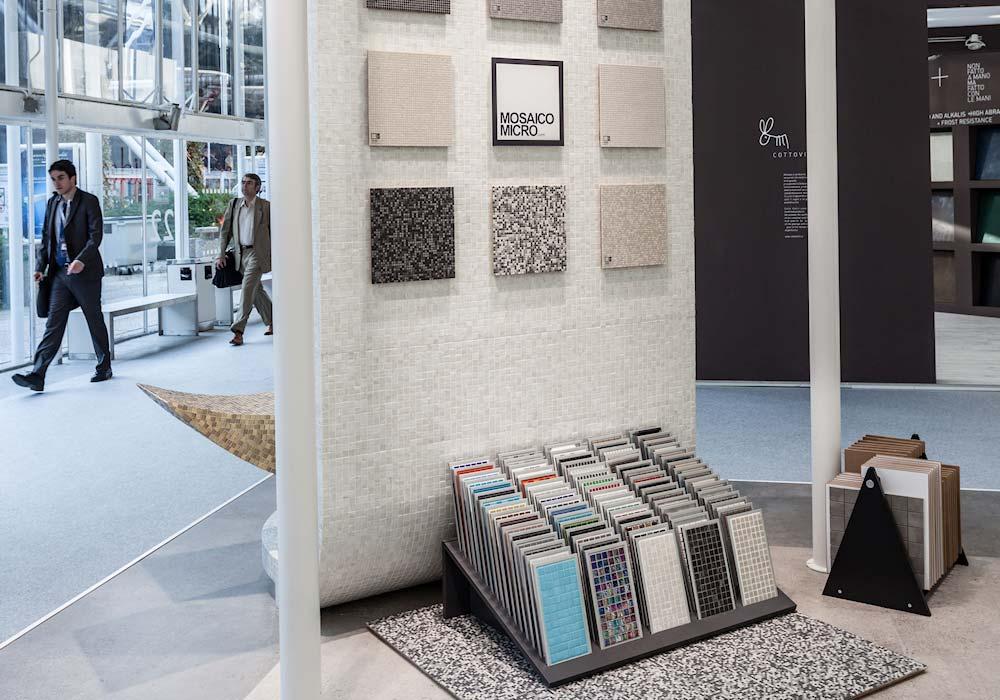 Esposizione di ceramiche nello stand Impex al salone Cersaie 2014 di BolognaFiere