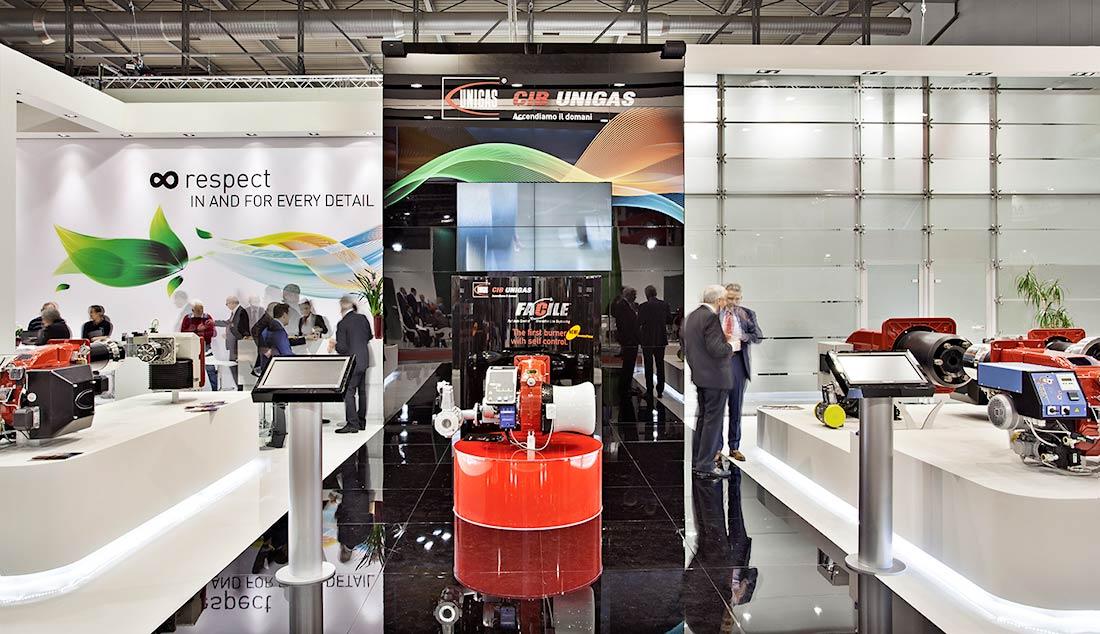 Corridoio centrale dello stand Cib Unigas allestito per la mostra convegno Expocomfort 2014 alla fiera di Milano