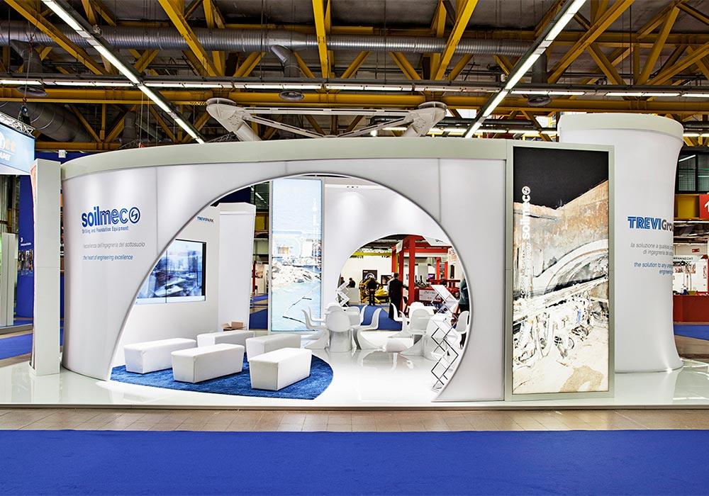 Vista dal corridoio del padiglione dello stand Trevi Group al salone ExpoTunnel 2013 di Bologna