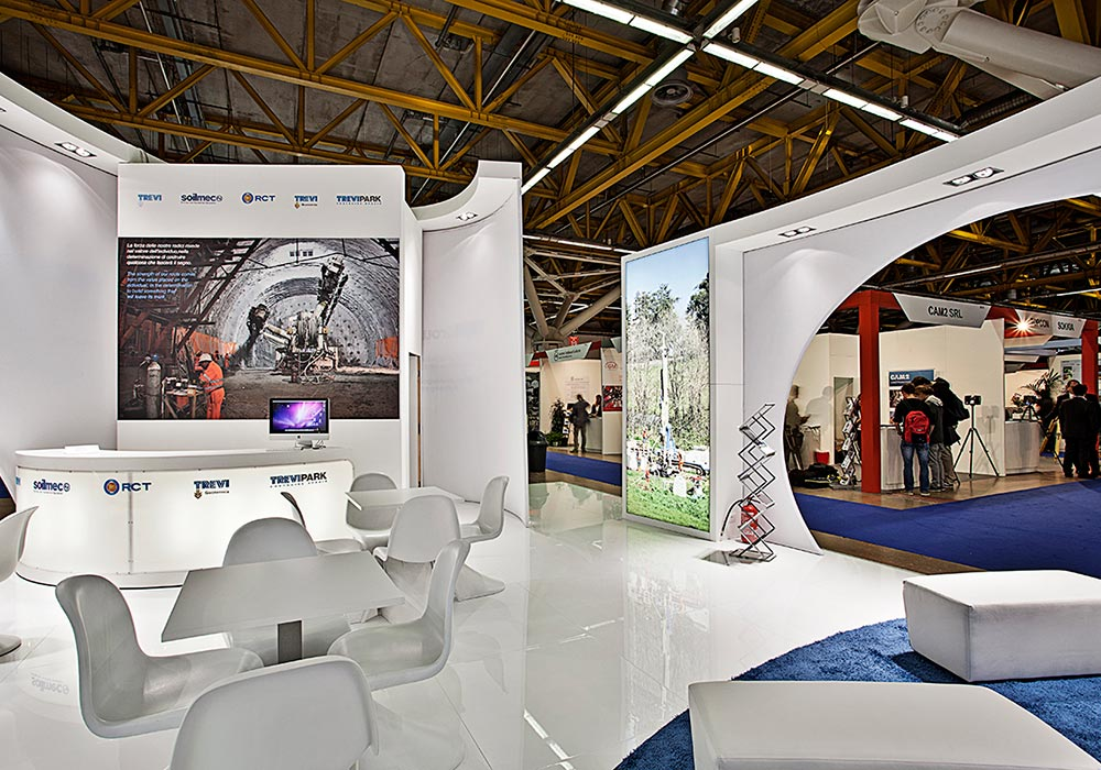 Pareti interne decorate allo stand Trevi Group al salone ExpoTunnel 2013 di Bologna