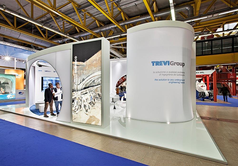 Parete con tela stampata e retroilluminata nello stand Trevi Group al salone ExpoTunnel 2013 di Bologna