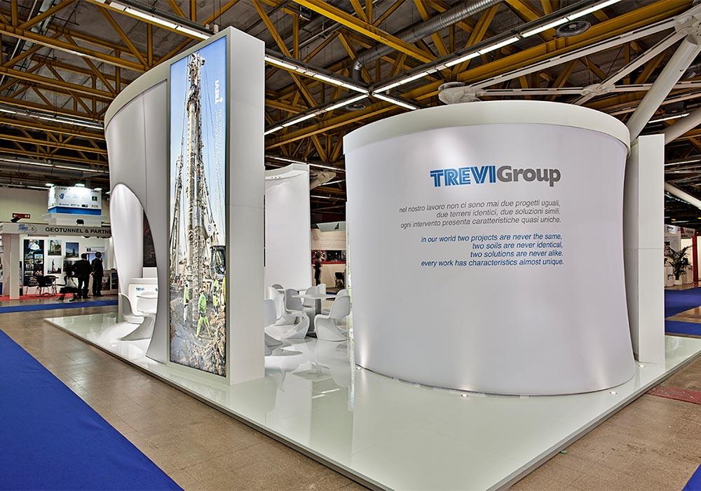 Vista dello stand Trevi Group dal corridoio del padiglione del salone ExpoTunnel 2013 di Bologna