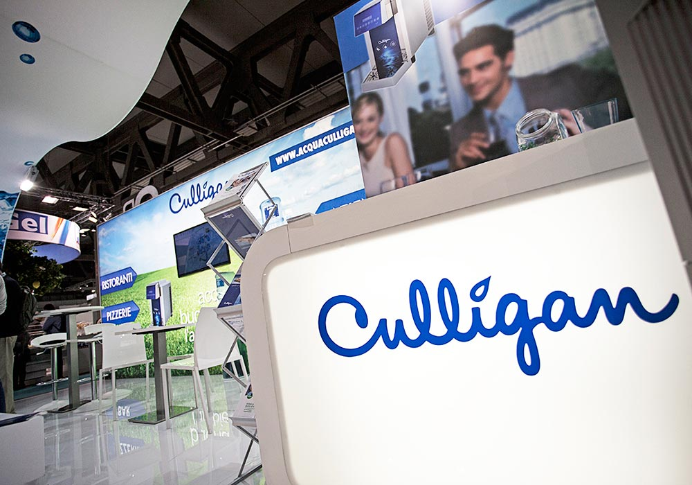 Logo aziendale nello stand Culligan alla fiera Host 2013 di Milano