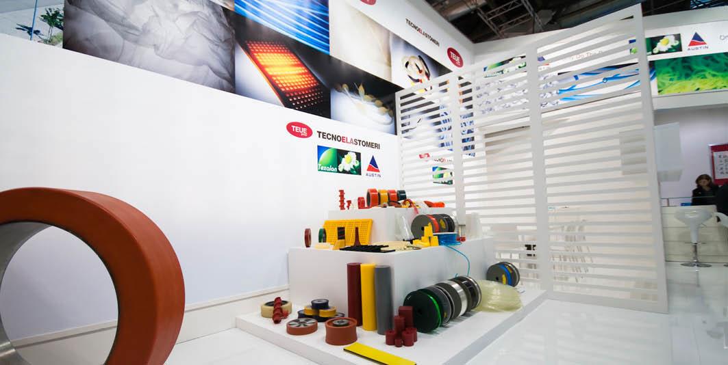 Prodotti in esposizione nello stand Tecnoelastomeri allestito per la fiera internazionale delle materie plastiche e della gomma K 2010 di Düsseldorf