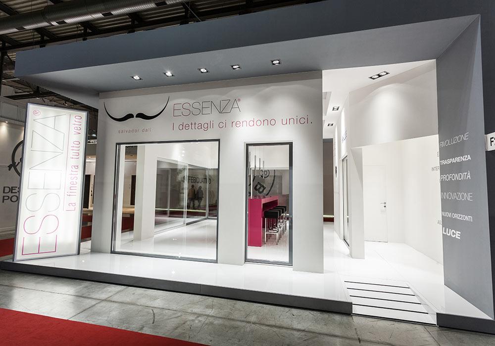 Finestre in esposizione allo stand Essenza alla fiera MADEexpo 2013 di Milano