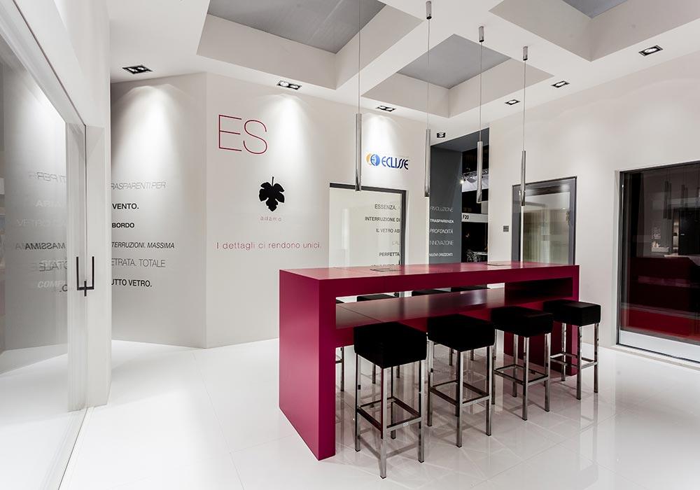 Vista dell'interno dello stand Essenza alla fiera MADEexpo di Milano