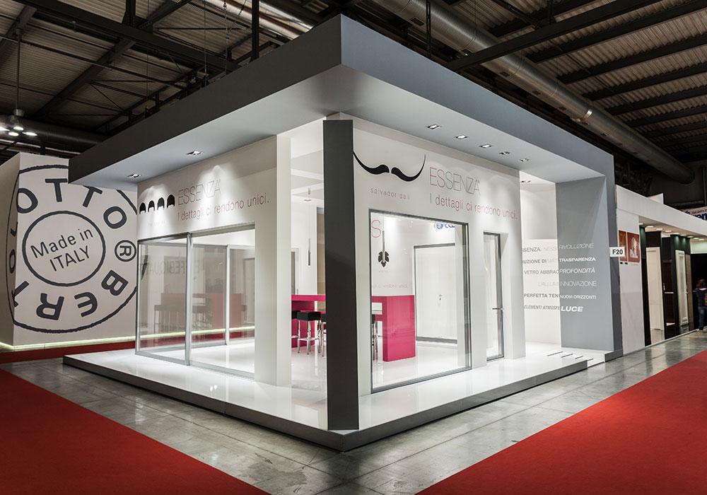 Vista laterale dello stand Essenza al salone fieristico MADEexpo 2013 di Milano
