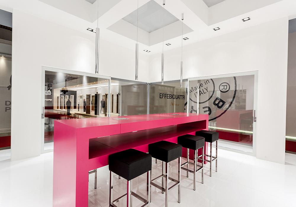 Sgabelli nello stand Essenza al salone fieristico MADEexpo 2013 di Milano