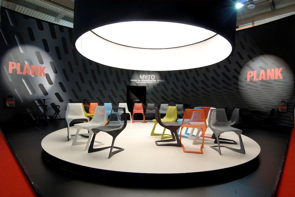 Sedie in esposizione nello stand Plank allestito per il salone del mobile 2008 di Milano