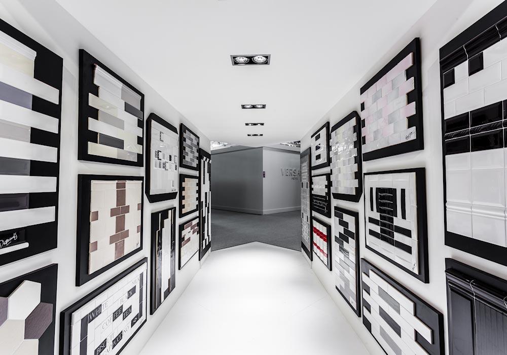 Corridoio con mattonelle di ceramica in esposizione nello stand Self al salone Cersaie 2014 di BolognaFiere