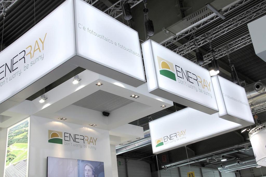 Pannelli a soffitto retroilluminati nello stand Enerray allestito per la mostra convegno internazionale Solarexpo 2012 alla fiera di Verona