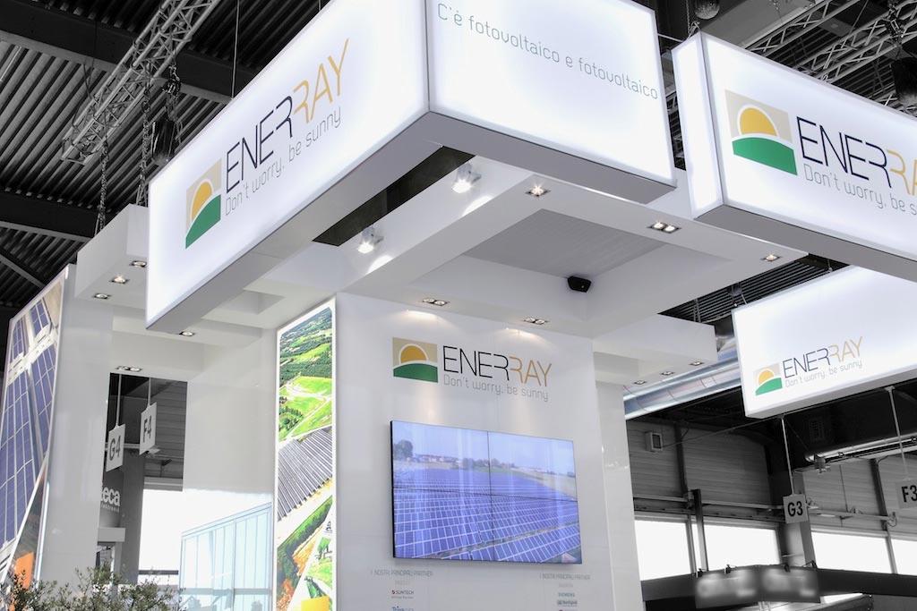 Schermo video nello stand Enerray allestito per la mostra convegno internazionale Solarexpo 2012 alla fiera di Verona