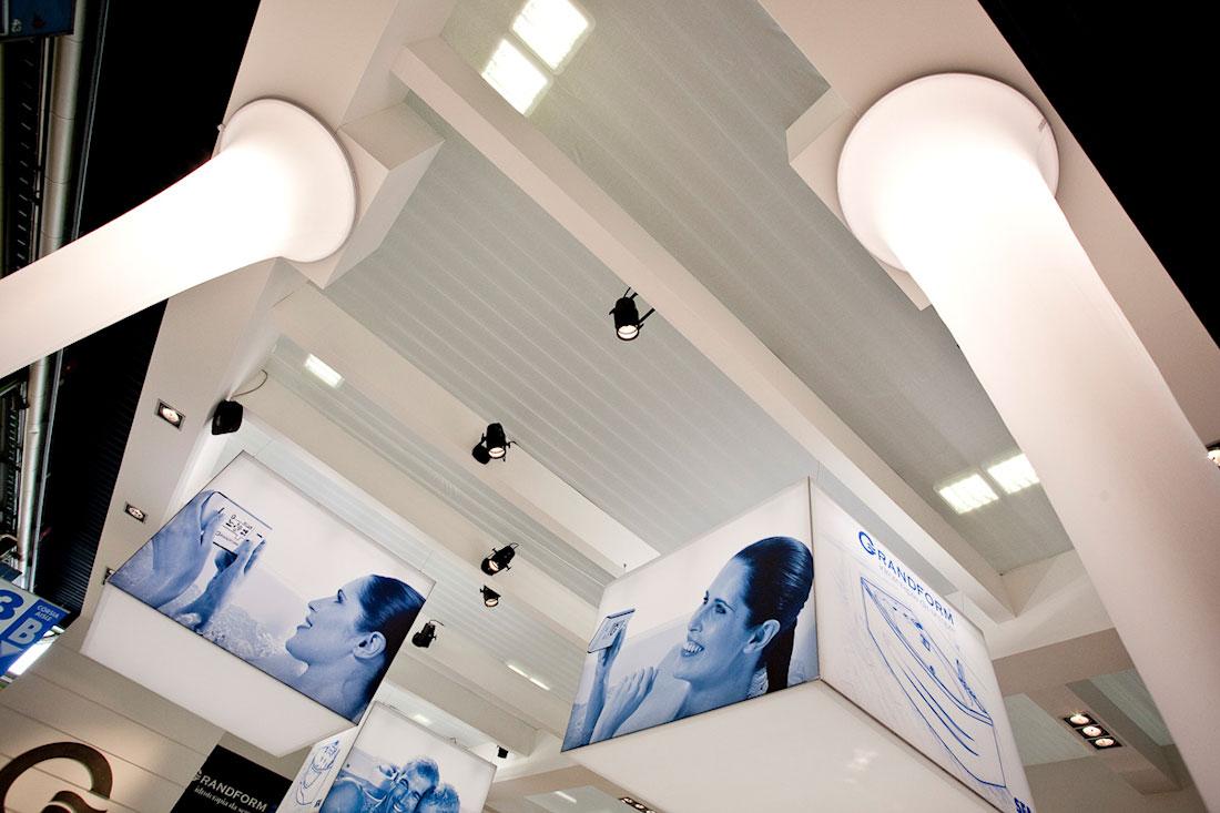 Colonne illuminate nello stand SFA Grandform allestito per il salone internazionale della ceramica per l'architettura e dell'arredobagno Cersaie 2009 di Bologna