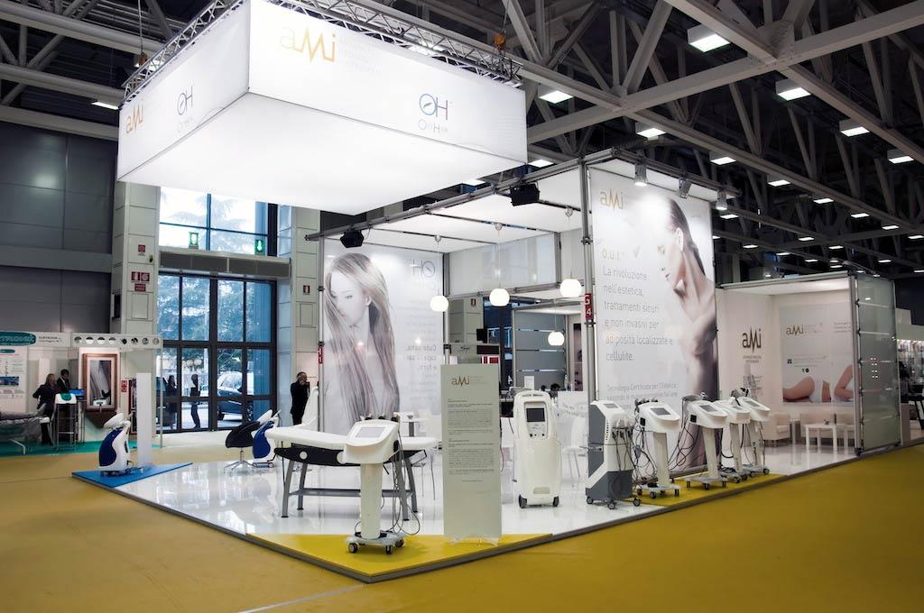 Macchinari estetici in esposizione nello stand AMI, allestito per l'evento internazionale nel settore della bellezza professionale Cosmoprof 2011 alla fiera di Bologna