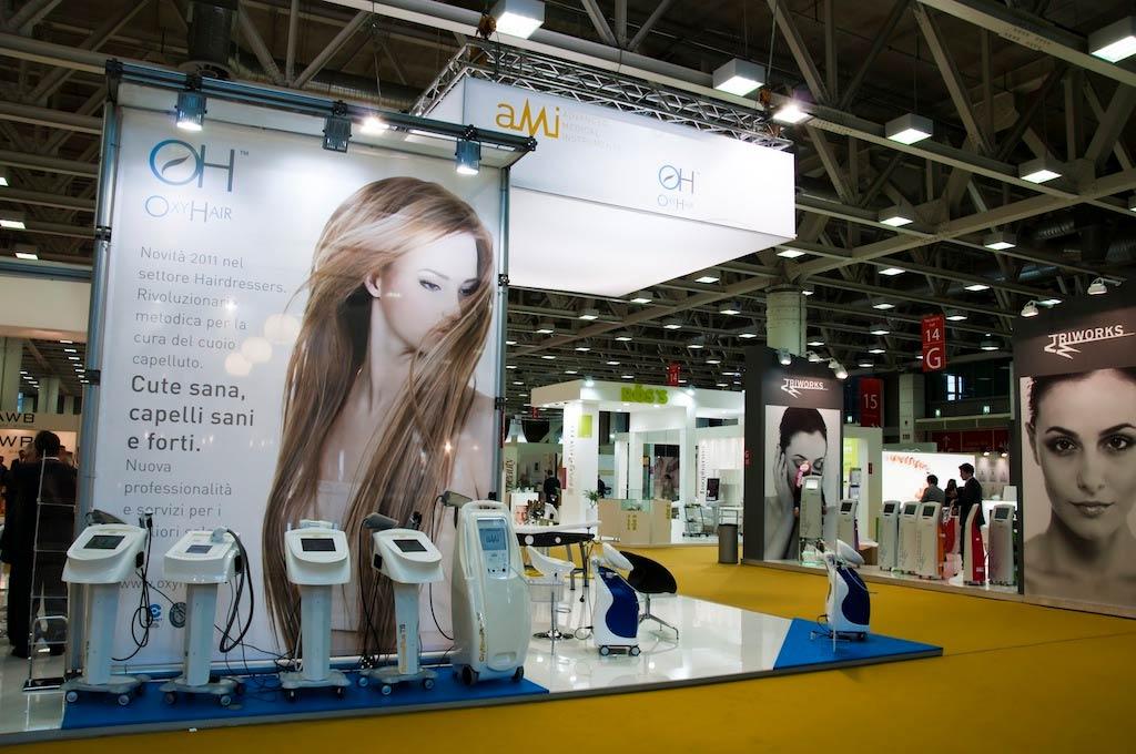 Tela decorativa stampata nello stand AMI allestito per l'evento internazionale nel settore della bellezza professionale Cosmoprof 2011 alla fiera di Bologna