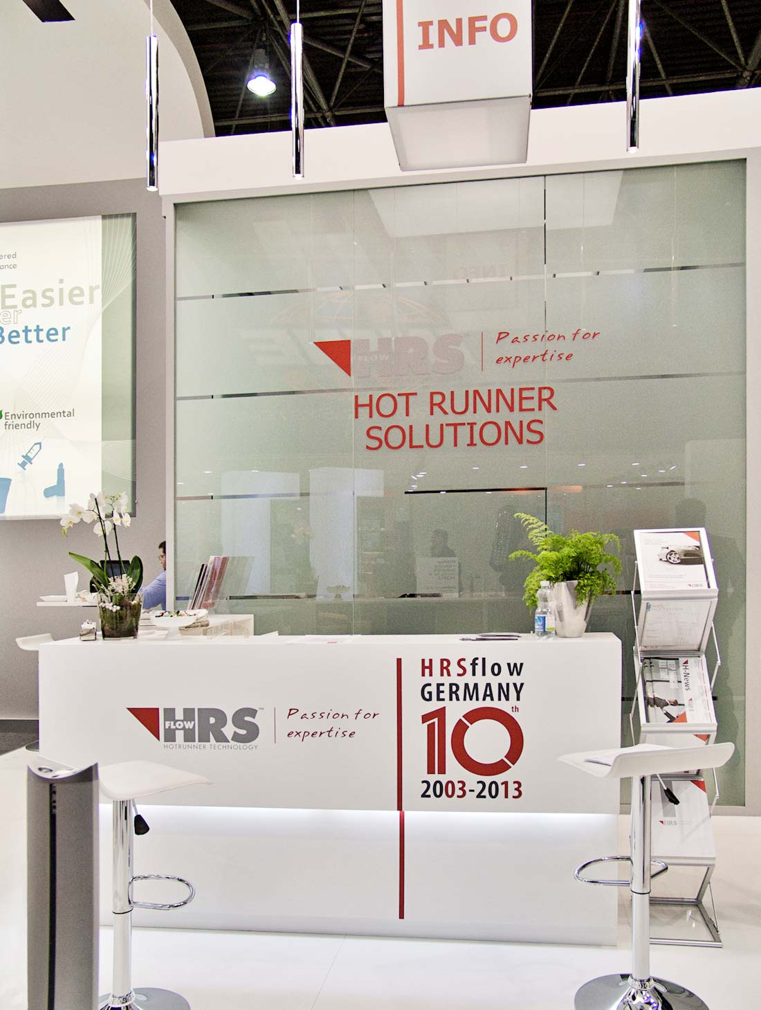 Bancone nello stand HRSflow allestito in occasione della fiera internazionale K 2013 al quartiere fieristico di Düsseldorf