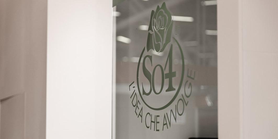 Logo aziendale nello stand EsseOquattro allestito in occasione della fiera Marca 2013 a BolognaFiere