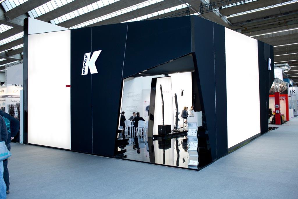 Ingresso dello stand K-array allestito in occasione della fiera internazionale Prolight+Sound 2015 al quartiere fieristico di Francoforte