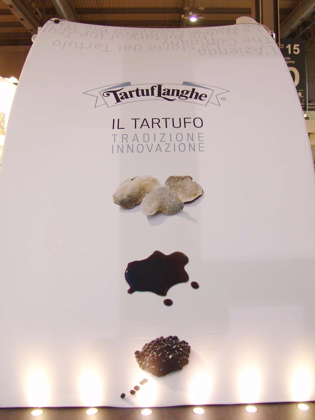 Tela decorativa stampata nello stand Tartuflanghe allestito in occasione dell'esposizione internazionale Tuttofood 2013 al quartiere fieristico di Milano