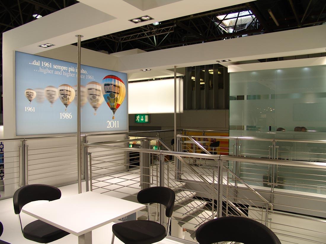 Pannello decorativo retroilluminato nello stand Profilmec allestito in occasione della fiera internazionale Wire&Tube al quartiere fieristico di Düsseldorf
