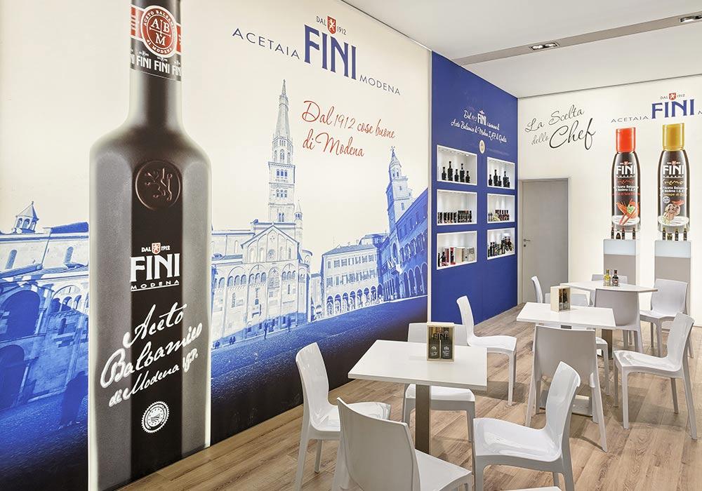 Stampe decorative colorate nello stand Acetaia Fini allestito per il Salone internazionale dell'alimentazione CIBUS tenutosi alle fiere di Parma.