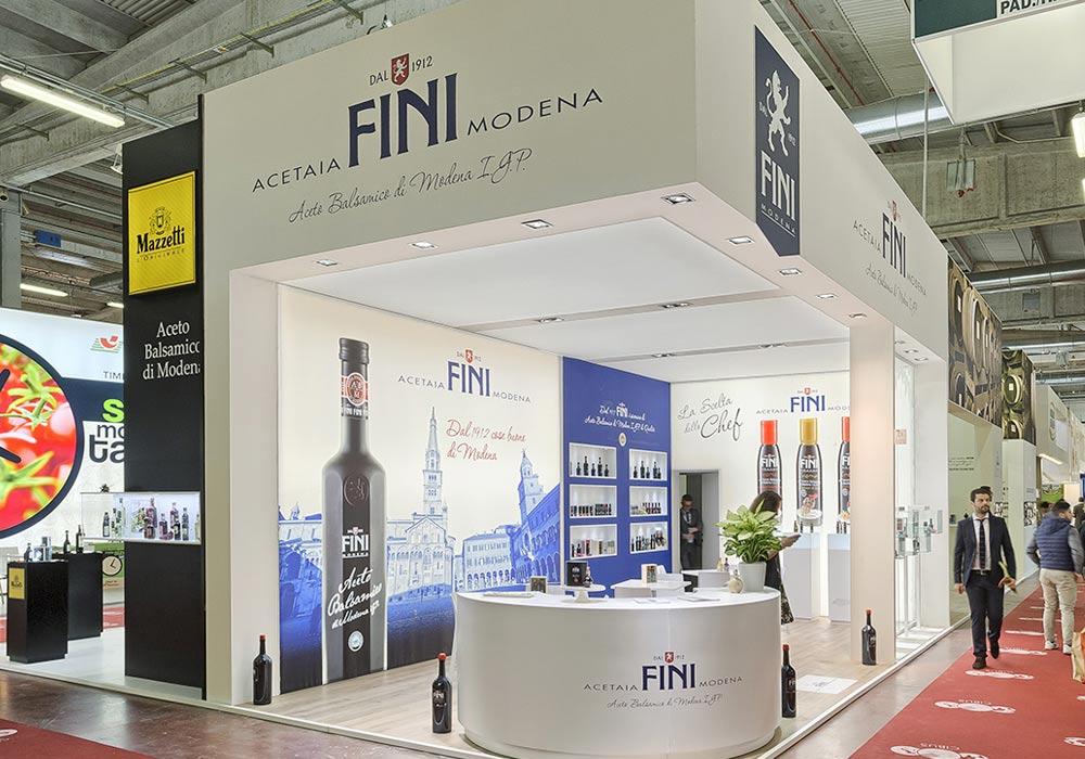 Vista completa dello stand Acetaia Fini allestito per il Salone internazionale dell'alimentazione CIBUS tenutosi alle fiere di Parma.