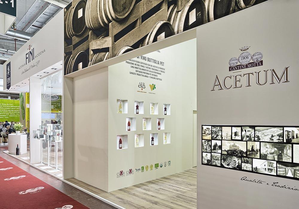 Nicchie per prodotti nello stand dell'azienda Acetum allestito per il salone internazionale dell'alimentazione CIBUS che si tiene alla fiera di Parma.