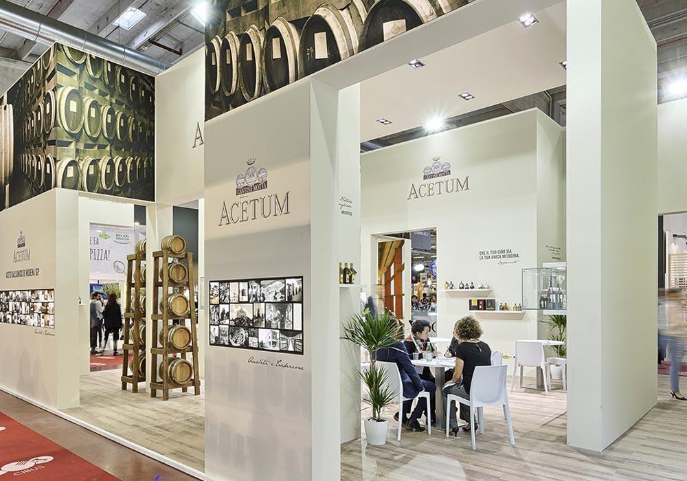 Saletta interna nello stand dell'azienda Acetum allestito per il salone internazionale dell'alimentazione CIBUS che si tiene alla fiera di Parma.