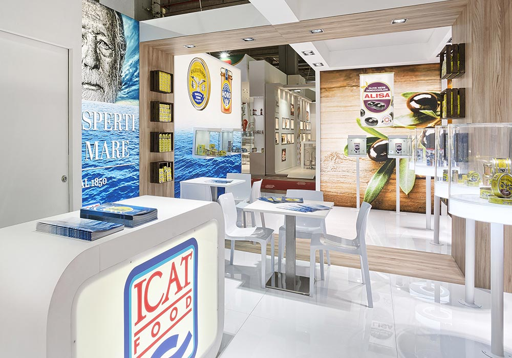 Interno dello stand dell'azienda Icat Food costruito per il salone internazionale dell'alimentazione CIBUS, evento che si tiene alla fiera di Parma.