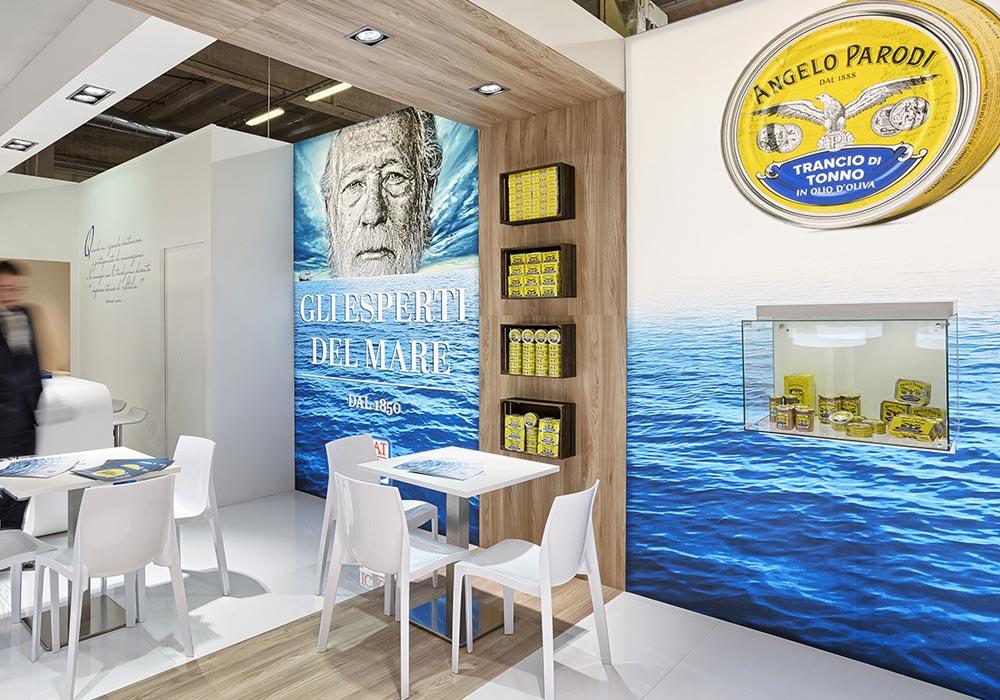 Pannelli retroilluminati nello stand dell'azienda Icat Food costruito per il salone internazionale dell'alimentazione CIBUS, evento che si tiene alla fiera di Parma.