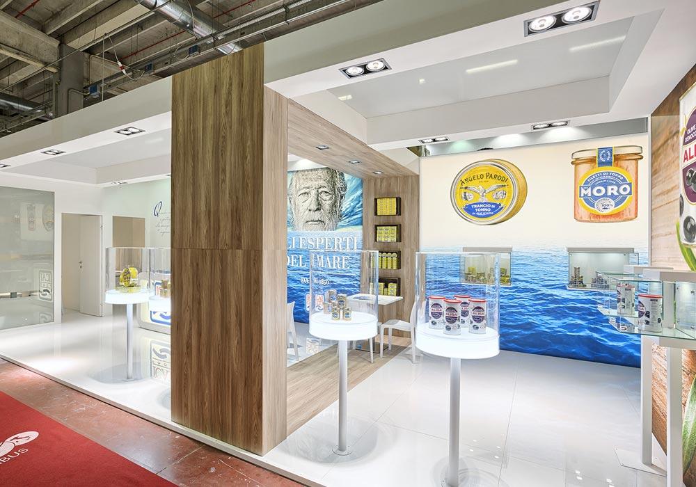 Prodotti in esposizione nello stand dell'azienda Icat Food costruito per il salone internazionale dell'alimentazione CIBUS, evento che si tiene alla fiera di Parma.