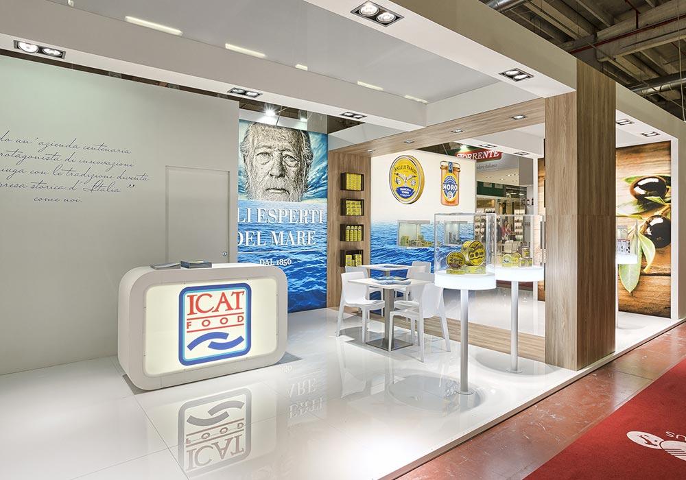Vista completa dello stand dell'azienda Icat Food costruito per il salone internazionale dell'alimentazione CIBUS, evento che si tiene alla fiera di Parma.