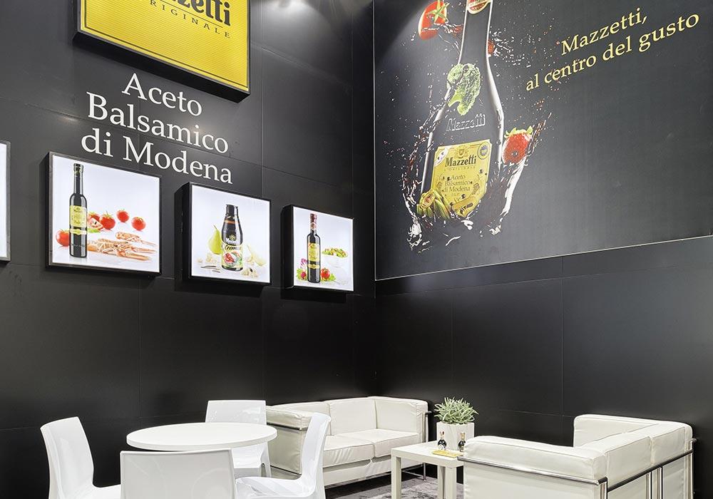 Stampe colorate nello stand Mazzetti progettato per il Salone internazionale dell'alimentazione CIBUS tenutosi alle fiere di Parma.